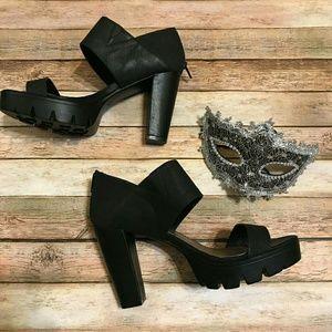 Nine West Black Leather Heatin Up Heels 9M